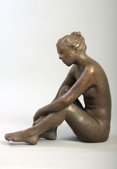 Skulptur-Veronoka-sitzend-s